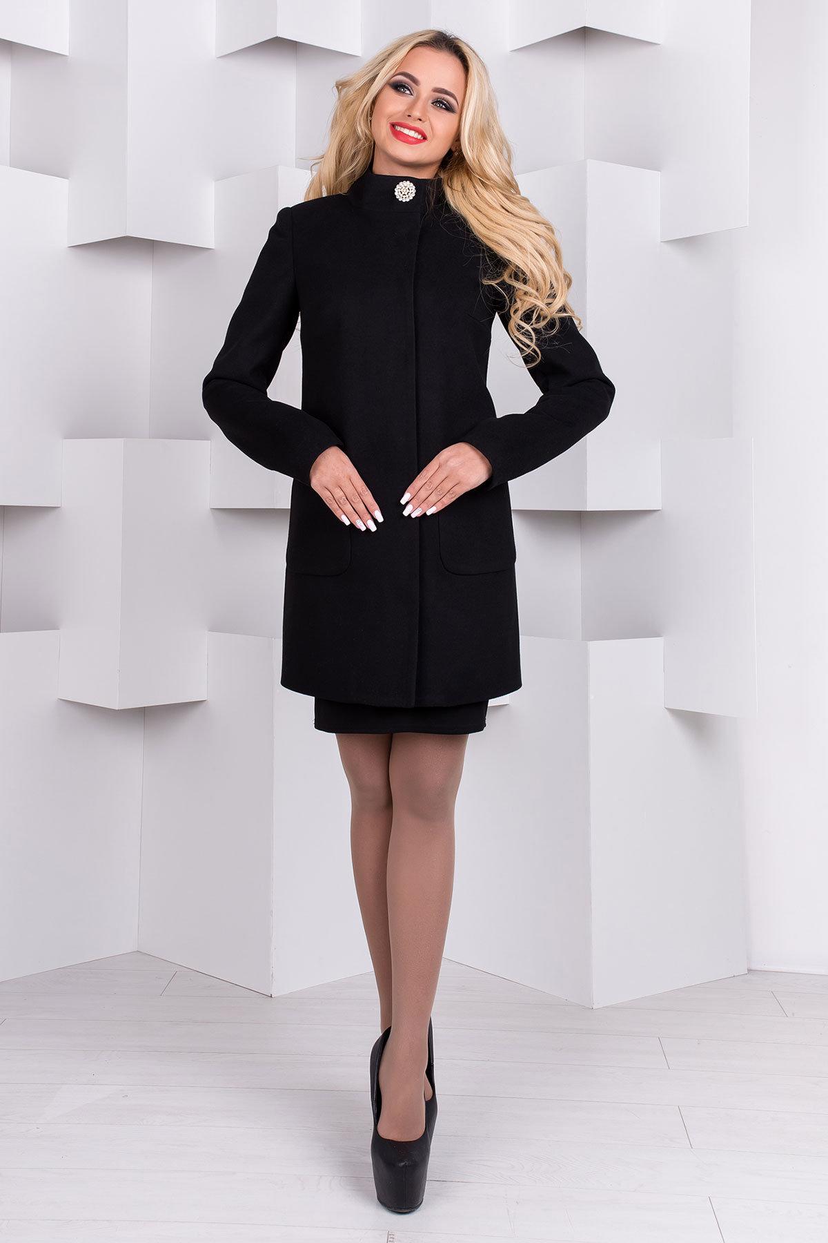 С чем носить черное пальто?