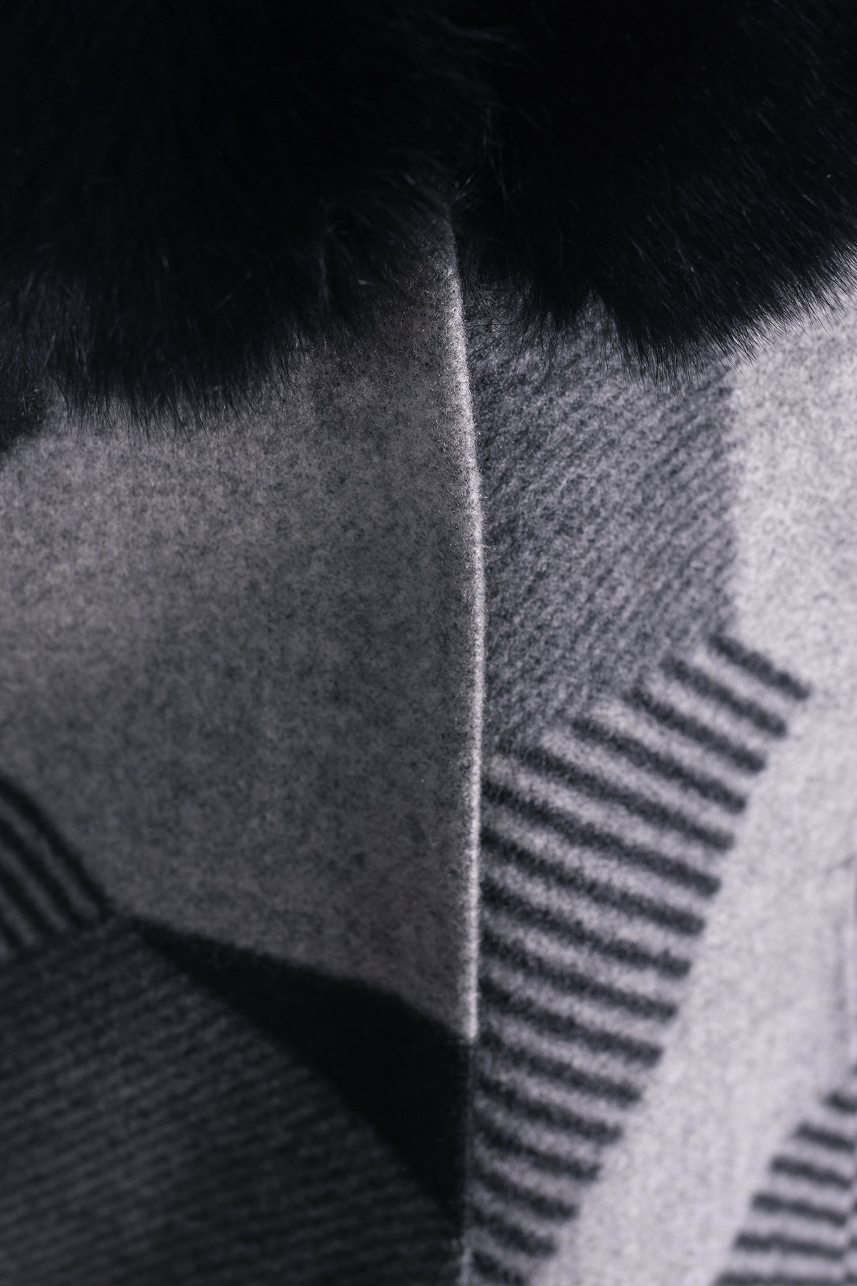 Пальто зима Марис 0649  АРТ. 7793 Цвет: Черный/серый полос Д2/С1 - фото 4, интернет магазин tm-modus.ru