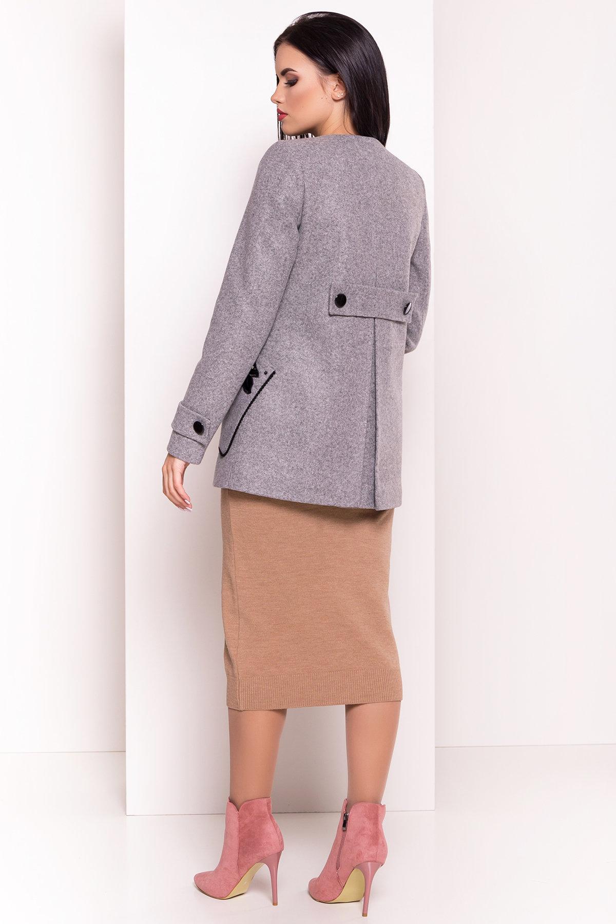 Укороченное пальто-трапеция с вышивкой Латта 5526 АРТ. 37158 Цвет: Серый Светлый 77 - фото 4, интернет магазин tm-modus.ru