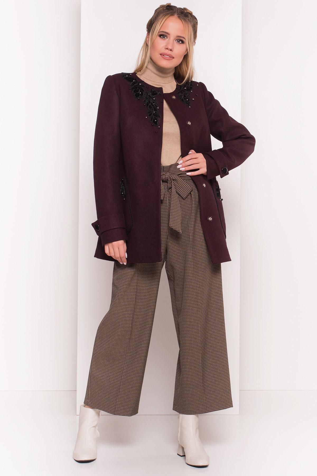 Укороченное пальто-трапеция с вышивкой Латта 5526 АРТ. 37156 Цвет: Марсала 75 - фото 3, интернет магазин tm-modus.ru