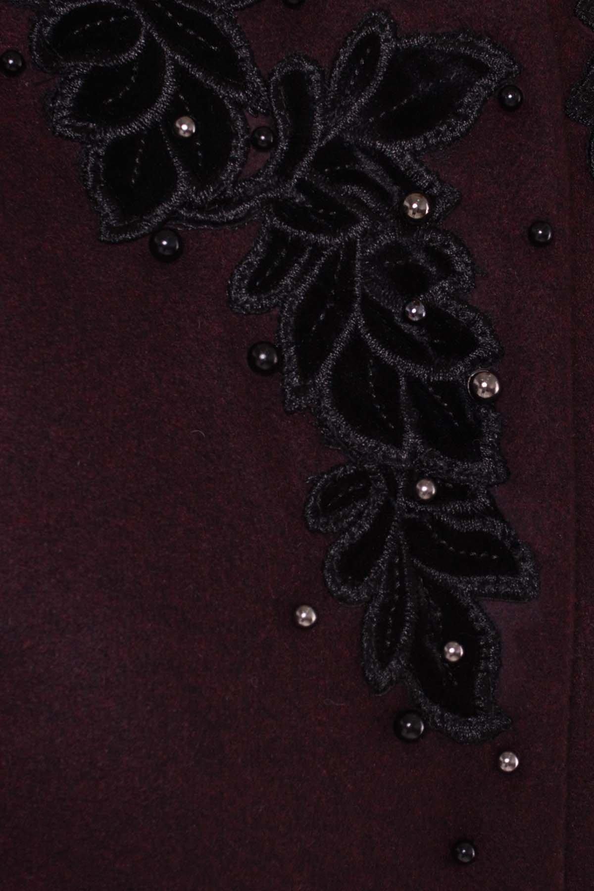 Укороченное пальто-трапеция с вышивкой Латта 5526 АРТ. 37156 Цвет: Марсала 75 - фото 4, интернет магазин tm-modus.ru