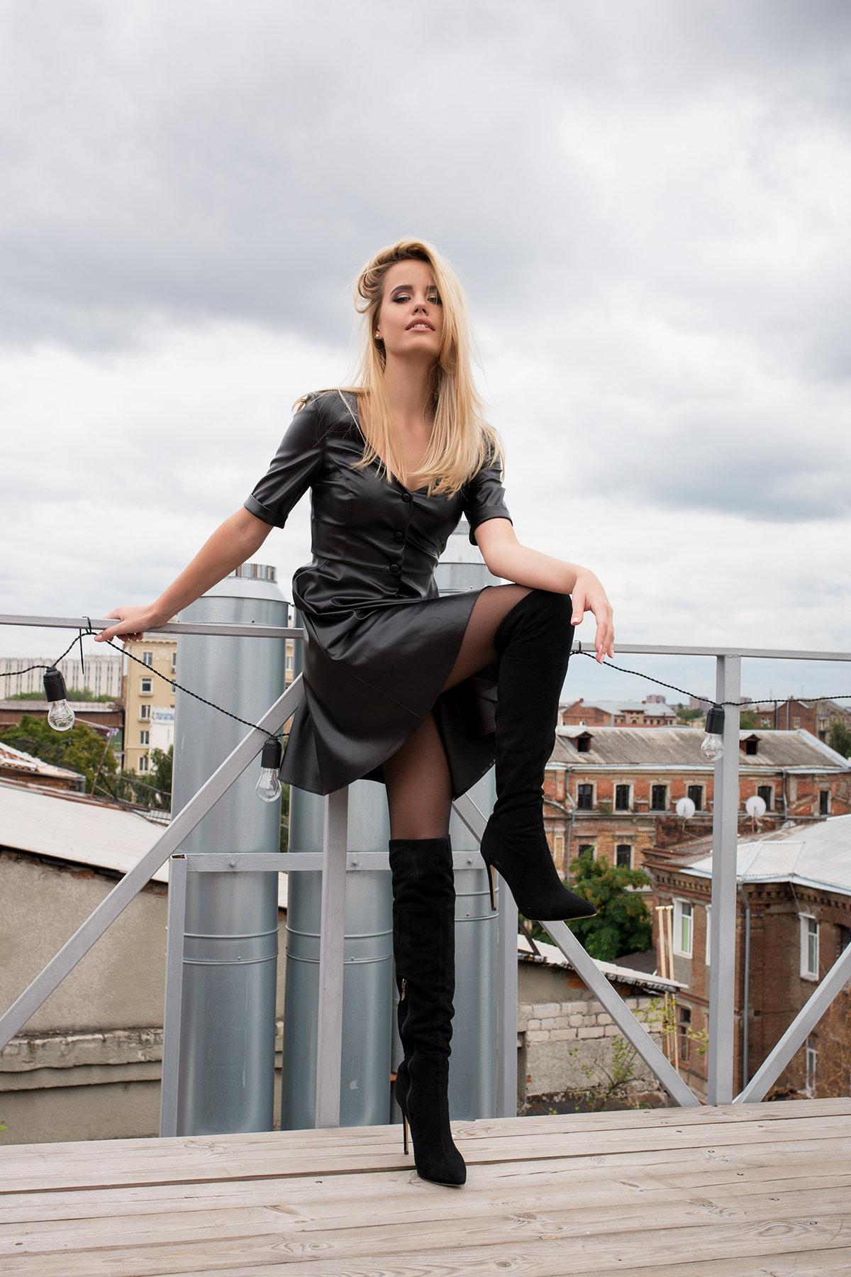 Платье из экокожи Фернанда 7783 АРТ. 43671 Цвет: Черный - фото 2, интернет магазин tm-modus.ru