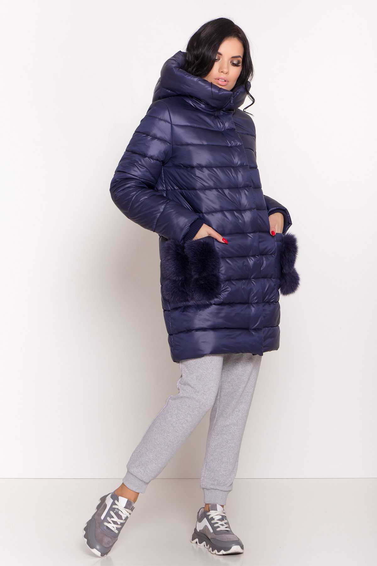 Пуховик прямого кроя с меховыми карманами Лили Лаке 8365 АРТ. 44561 Цвет: т. синий - фото 3, интернет магазин tm-modus.ru