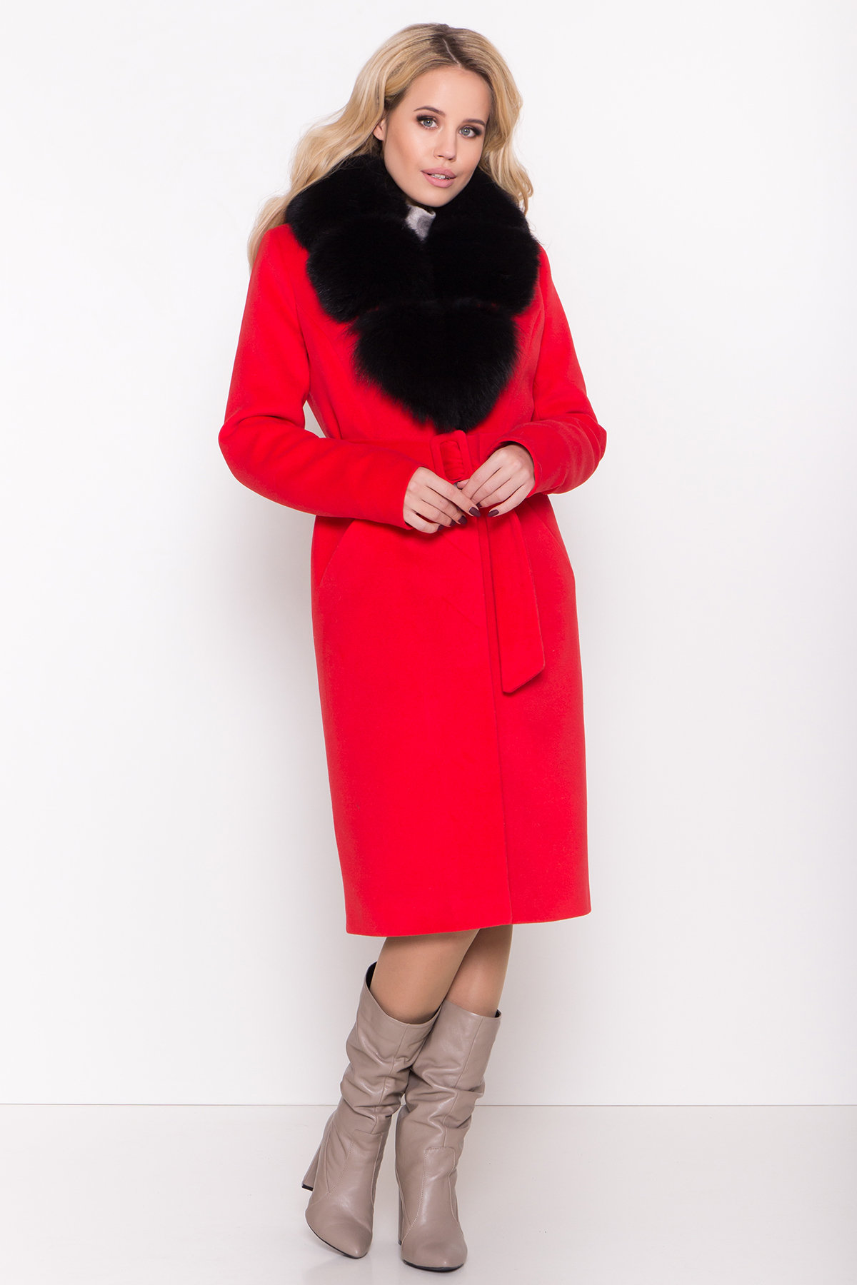 Зимнее пальто в Украине Зимнее пальто с меховым воротником Кареро 8439