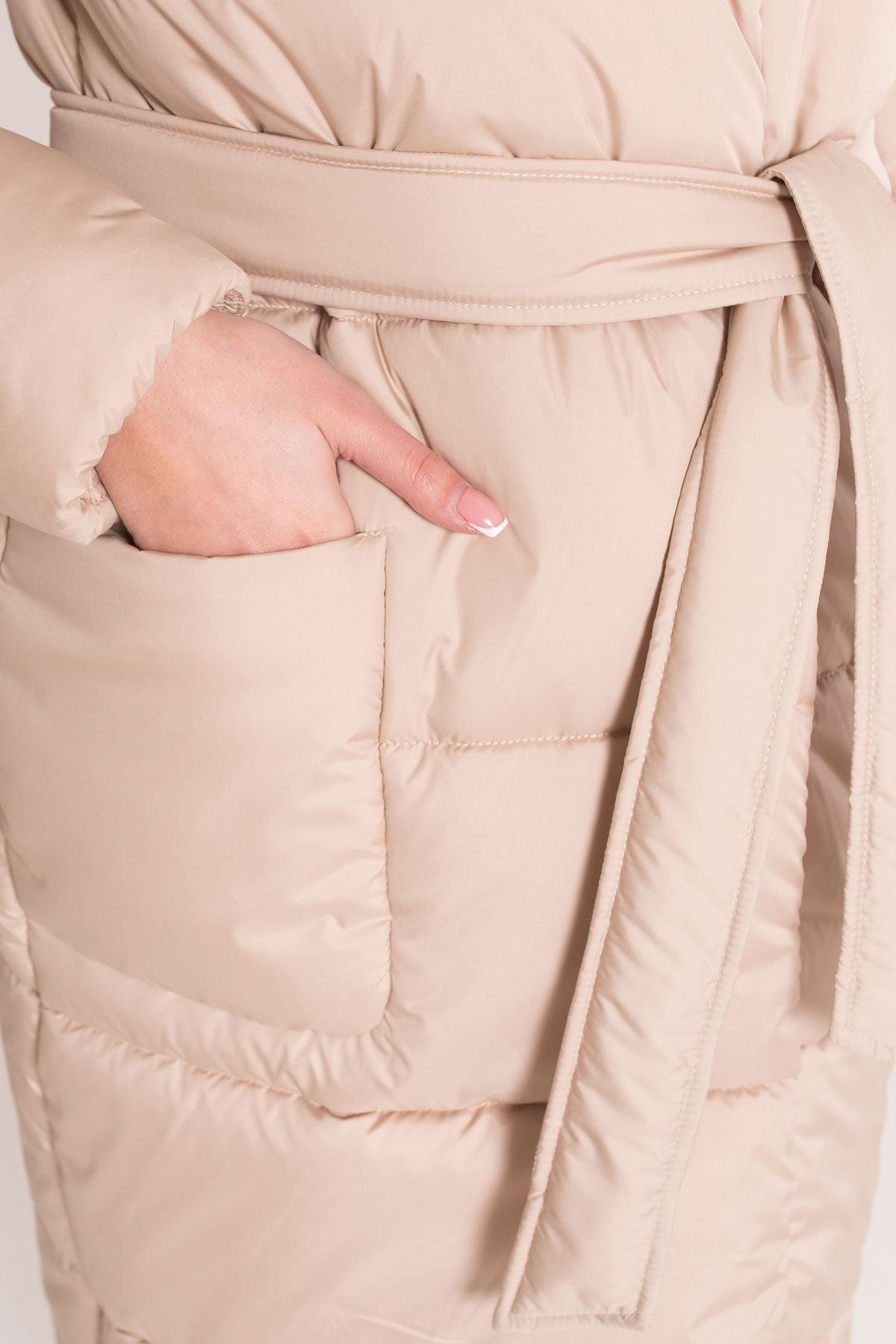 Удлиненный пуховик с накладными карманами Бланка 8622 АРТ. 44947 Цвет: Бежевый Темный - фото 6, интернет магазин tm-modus.ru