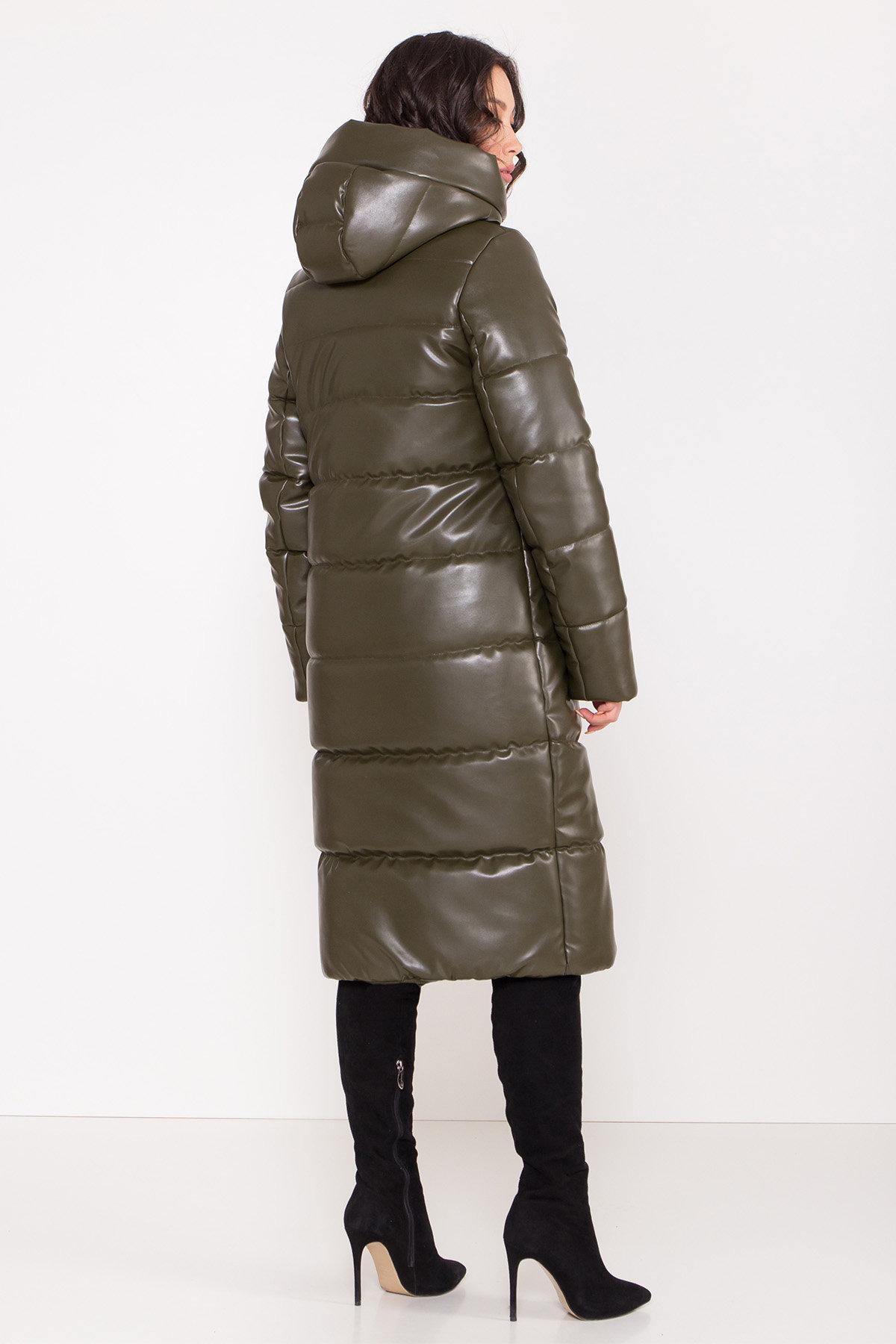 Удлиненный зимний пуховик из экокожи Сигма 8620 АРТ. 44968 Цвет: Хаки - фото 12, интернет магазин tm-modus.ru