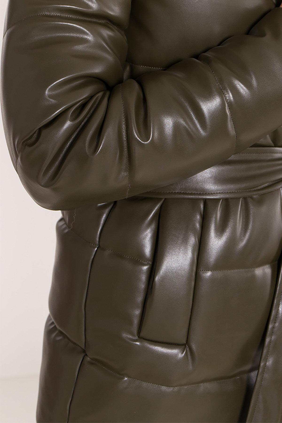 Удлиненный зимний пуховик из экокожи Сигма 8620 АРТ. 44968 Цвет: Хаки - фото 18, интернет магазин tm-modus.ru