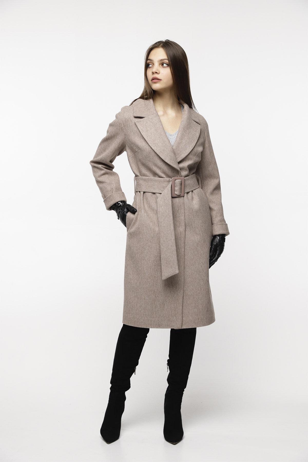 Демисезонное пальто бежевого цвета Севен 8757 АРТ. 45113 Цвет: Бежевый - фото 2, интернет магазин tm-modus.ru