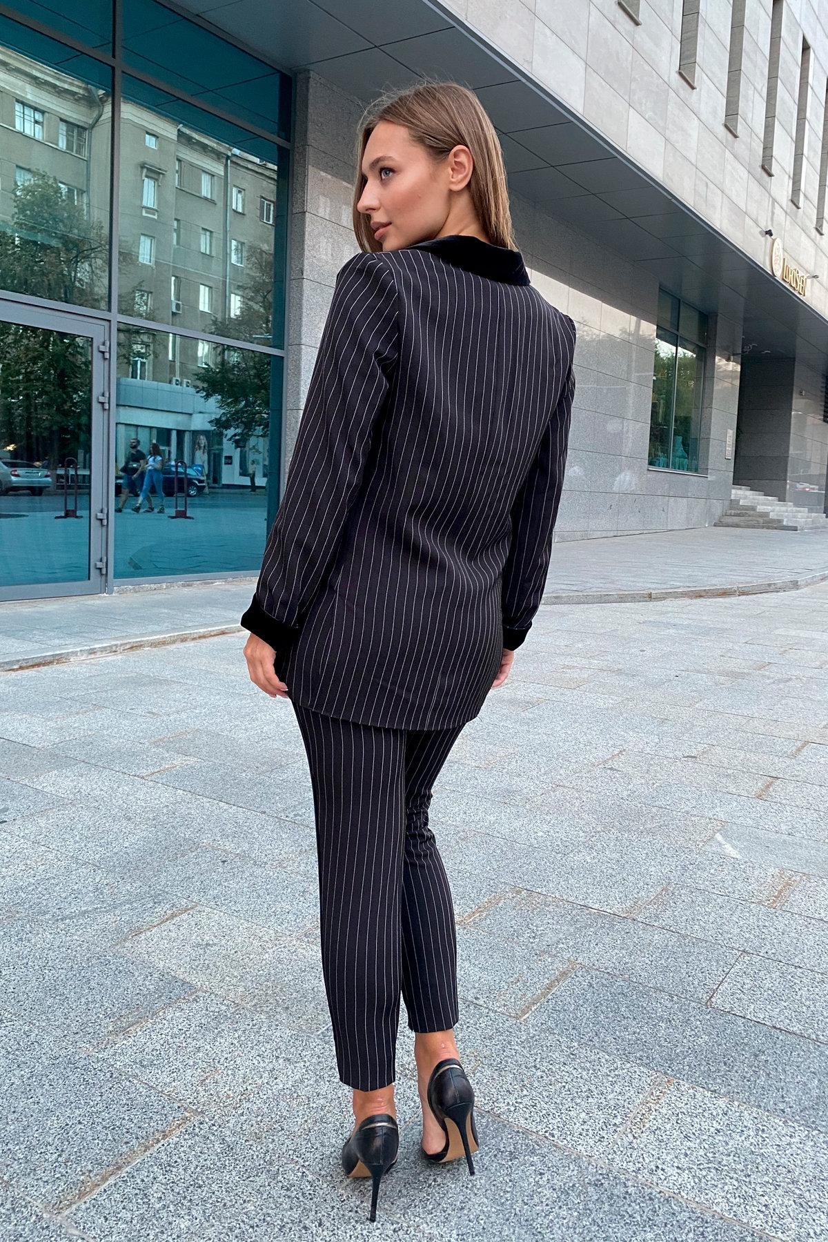 Арджи костюм в полоску из костюмной ткани 7795 Цвет: Полоска тон чер/бел