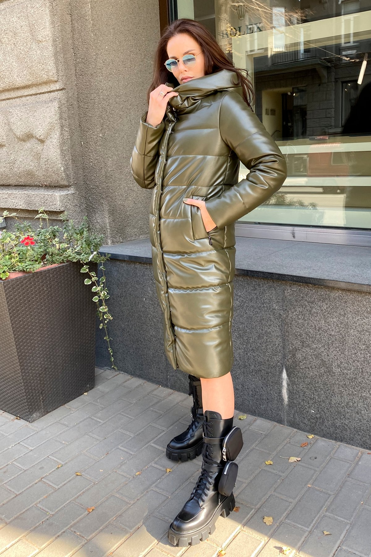 Удлиненный зимний пуховик из экокожи Сигма 8620 АРТ. 44968 Цвет: Хаки - фото 14, интернет магазин tm-modus.ru