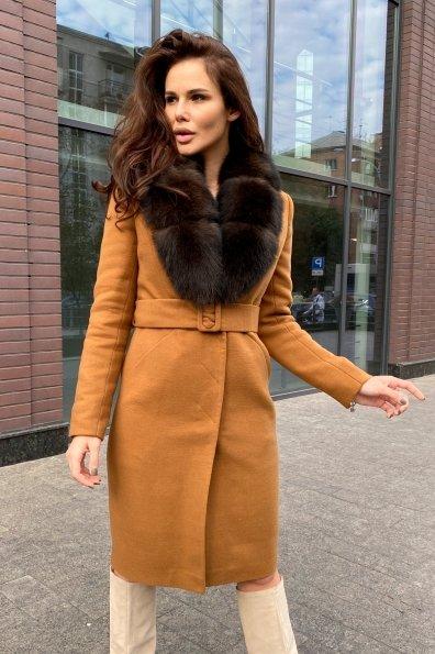 Зимнее пальто с меховым воротником Кареро 8438 Цвет: Кемел 1