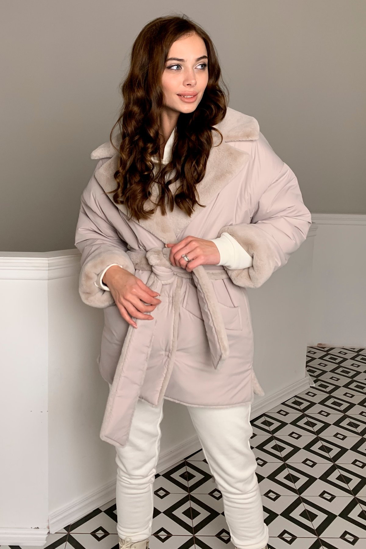 Вандер пальто мех искуственный кролик зима  10120 АРТ. 46624 Цвет: св.серый/бежевый511 - фото 4, интернет магазин tm-modus.ru