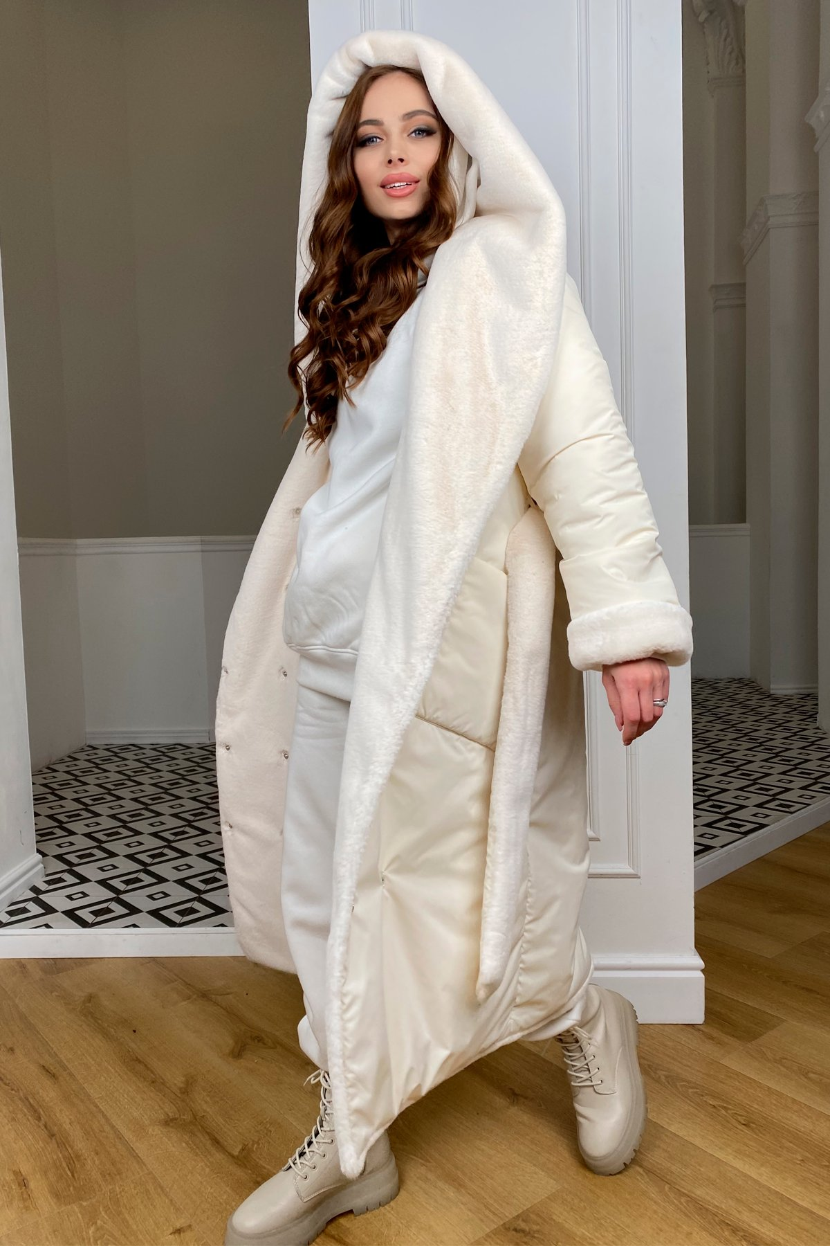 Сноу  теплое двухстороннее пальто из  еко меха и плотной  плащевки 9956 АРТ. 46669 Цвет: Молоко/Молоко 6 - фото 3, интернет магазин tm-modus.ru