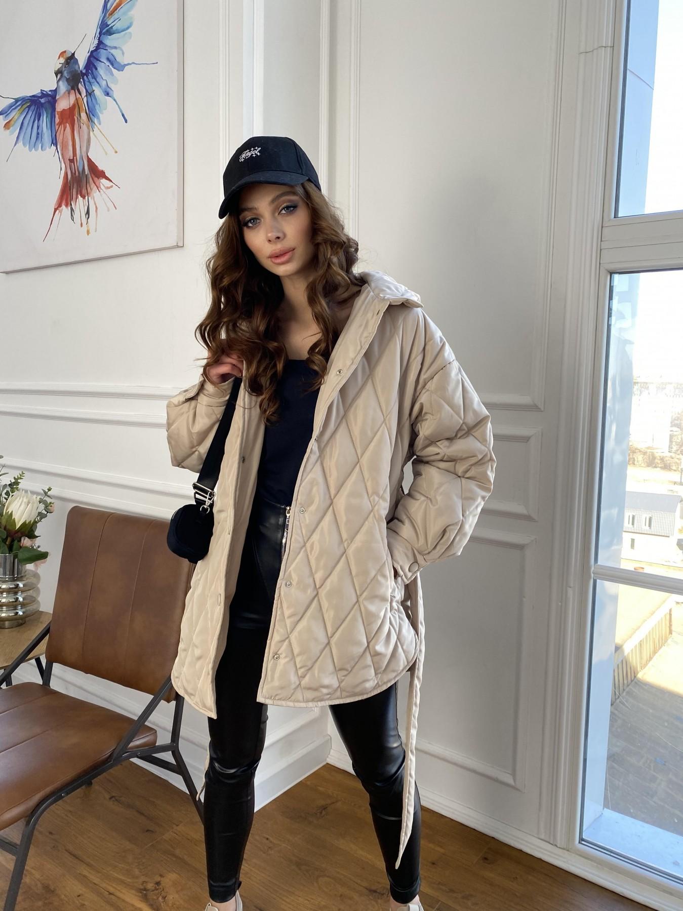 Пазл стеганая куртка из плащевки 10890 АРТ. 47449 Цвет: Бежевый - фото 1, интернет магазин tm-modus.ru