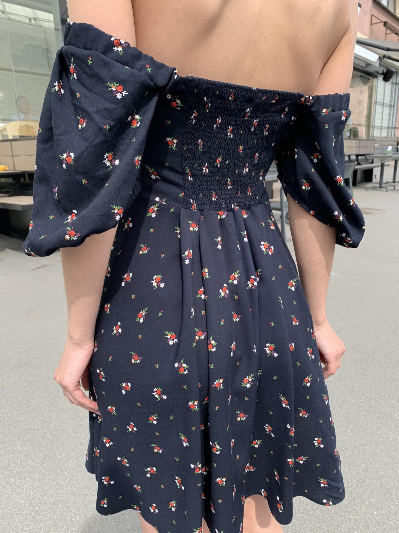 Кисес мини платье c коротким рукавом из штапеля в  принт 11280 АРТ. 47815 Цвет: ЦветБукетМелТ.син/красн - фото 8, интернет магазин tm-modus.ru