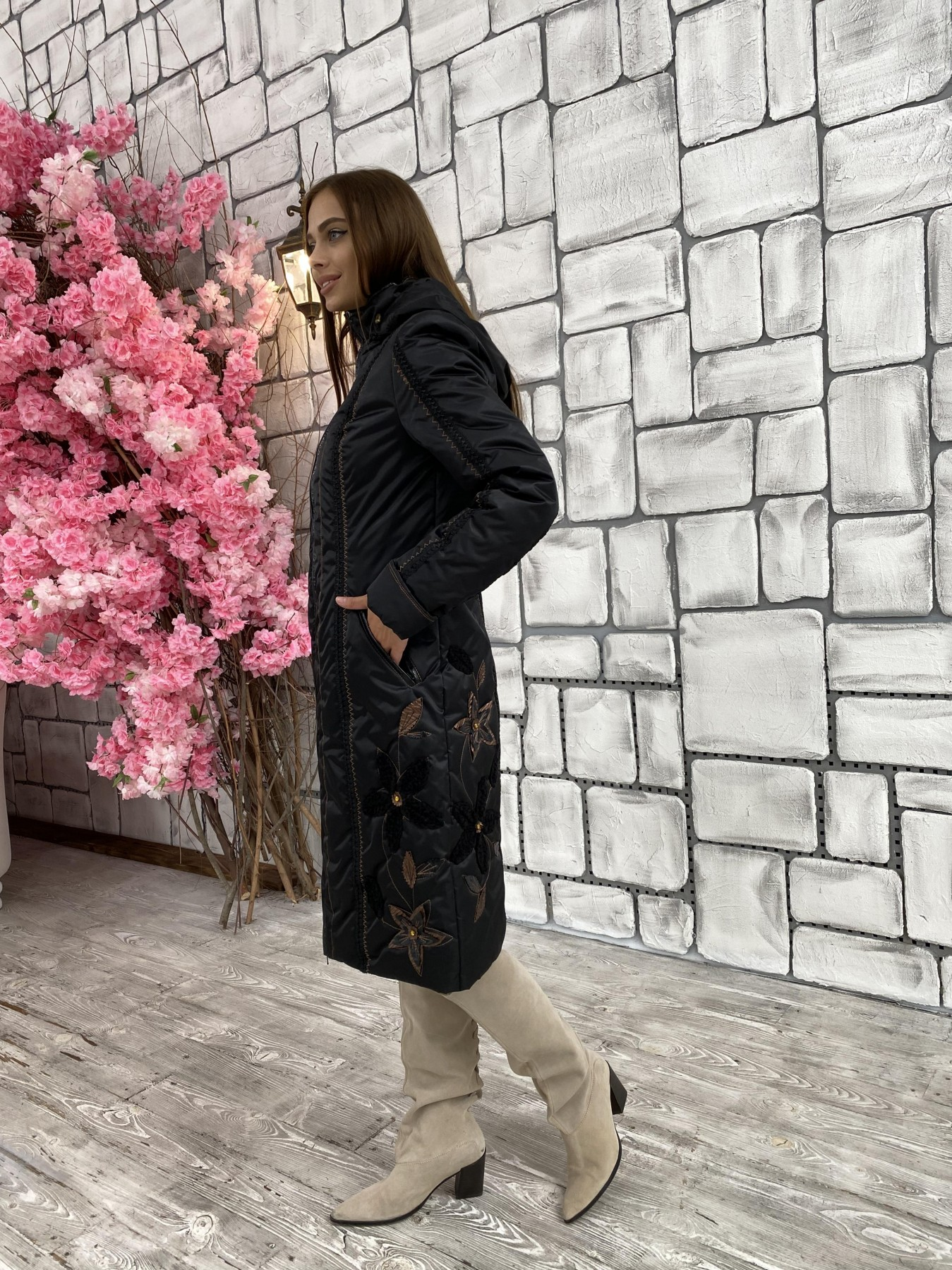 Ромашка плащевка пальто Зима АРТ. 47128 Цвет: Черный - фото 1, интернет магазин tm-modus.ru