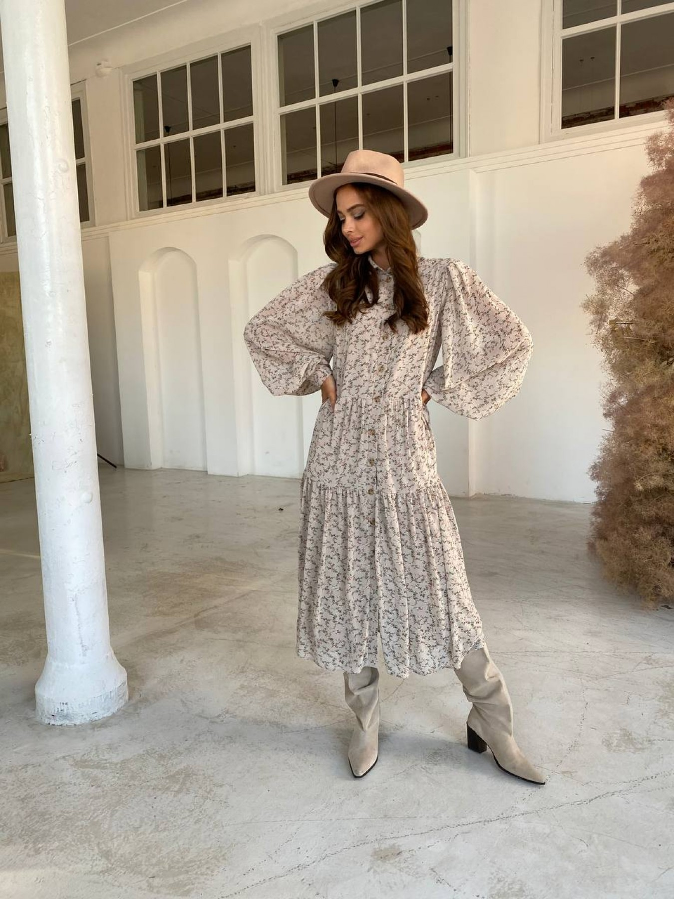 Патессери платье из шифона с цветочным принтом 11750 АРТ. 48446 Цвет: Бежевый/букетики - фото 3, интернет магазин tm-modus.ru